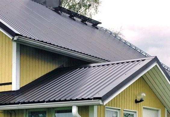 Дом с крышей из металлопрофиля