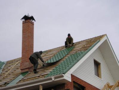 Как перекрыть крышу металлочерепицей своими руками